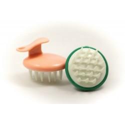 Instrument pentru masat si spalat scalpul